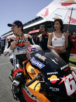 Nicky Hayden on the starting grid
