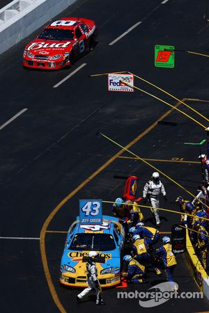 Jeff Green pit stop, Dale Earnhardt Jr. approaches pit