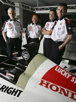 Geoffrey Willis, BAR Honda Teknik Direktörü, Yasuhiro Wada, Başkanı, Honda Racing Development, Gil d