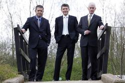 Gil de Ferran, BAR Honda Direktör, Nick Fry, BAR Honda ChielOfficer, ve Geoffrey Willis