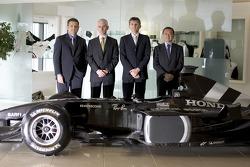 Gil de Ferran, BAR Honda Direktör, ve Geoffrey Willis, BAR Honda Teknik Direktörü, Nick Fry, BAR Hon