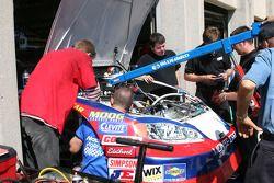 Engine change on a Busch car