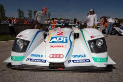 L'Audi R8 Champion Racing sur la grille de départ
