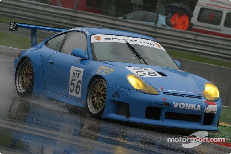 #56 Vonka Racing Porsche 996 GT3 RS: Jan Vonka, Davide Amaduzzi