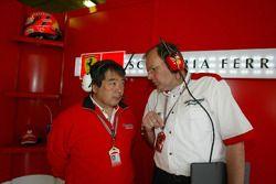 De l'activité dans le garage Ferrari