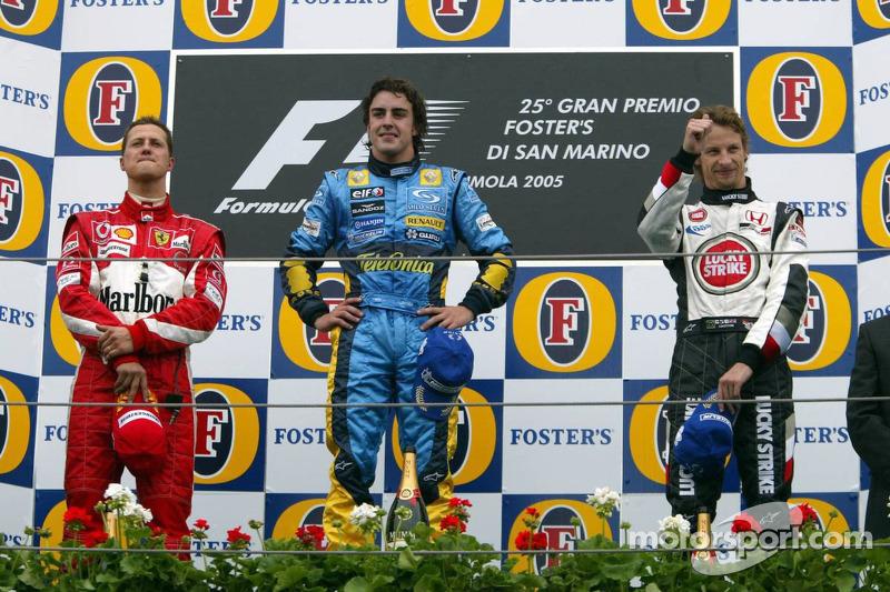 Podio: el ganador del GP de San Marino 2005, Fernando Alonso, con Michael Schumacher y Jenson Button