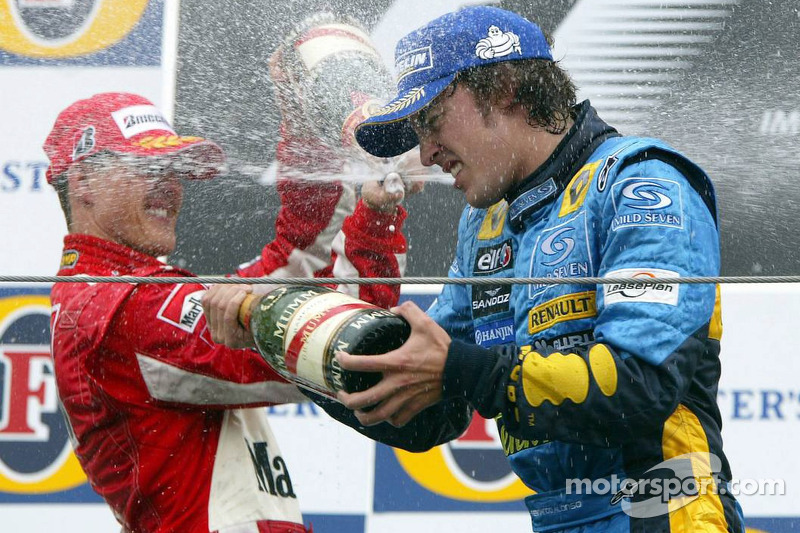 Podio: Fernando Alonso y Michael Schumacher