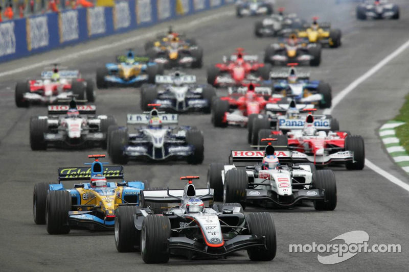 Start: Kimi Räikkönen, McLaren MP4-20, führt