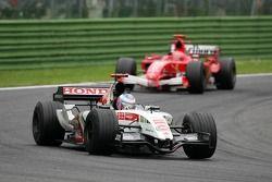 Jenson Button, BAR 007; Michael Schumacher, Ferrari F2005