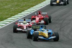 Giancarlo Fisichella, Renault R25; Ralf Schumacher, Toyota TF105; Michael Schumacher, Ferrari F2005