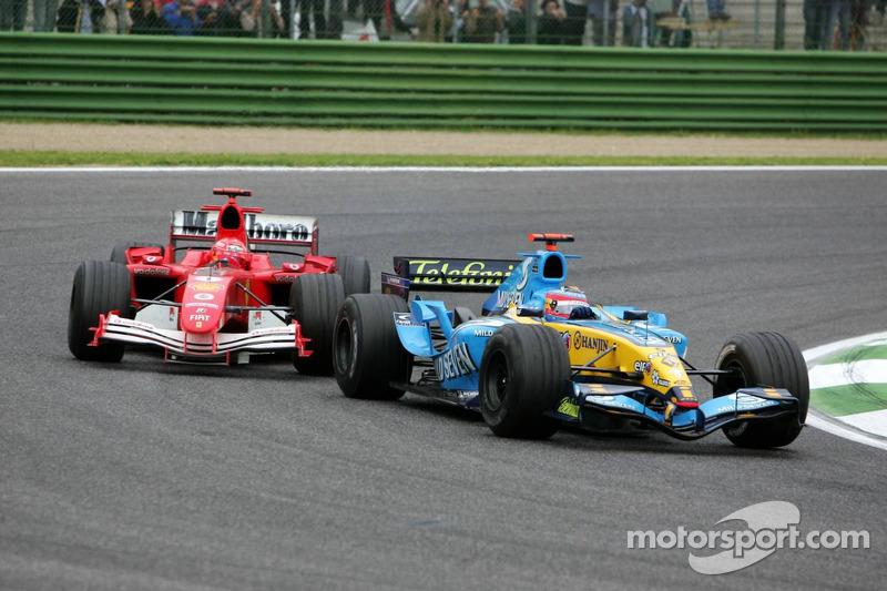 Fernando Alonso tomou as rédeas da F1 daquele ano, com sete vitórias e assim, conquistar o primeiro campeonato mundial para ele e para a Espanha. A foto acima retrata o triunfo no GP de San Marino.