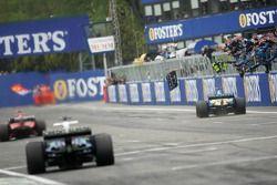 Sieg für Fernando Alonso, Renault R25