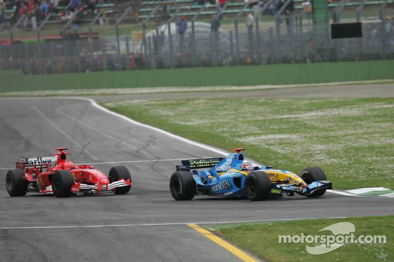 Fernando Alonso X Michael Schumacher: O ano de 2005 marcou o fim da hegemonia de Schumacher e da Ferrari, com um espanhol de apenas 23 anos querendo fazer seu nome na história.