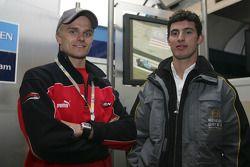 Heikki Kovalainen et Jose Maria Lopez dans le garage Renault