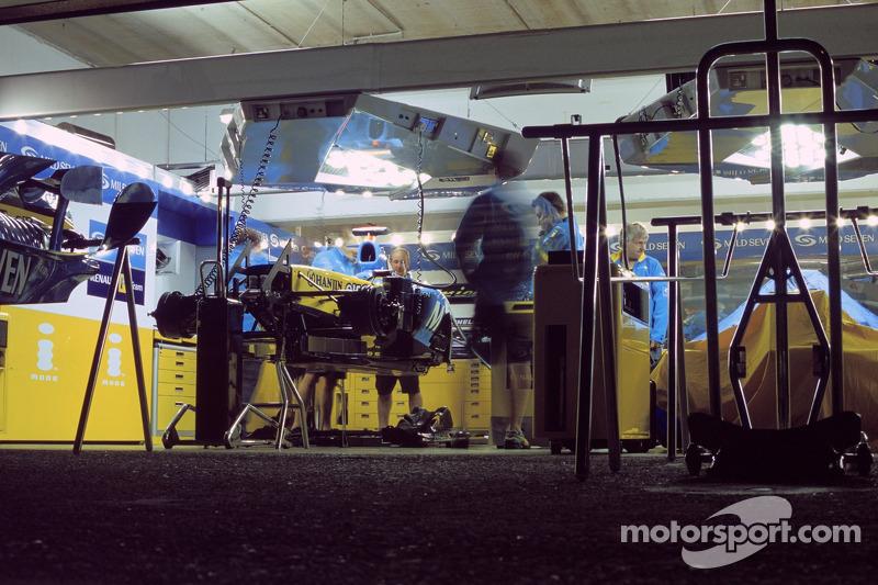 Renault F1 garajı area San Marino GP - Formula 1 Fotoğrafları