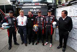 Minardi media event: Chanock Nissany, Paul Stoddart, Patrick Friesacher, Christijan Albers, Patrick
