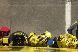 M&M crew members ready for pitstop