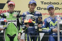 Podium : le vainqueur Valentino Rossi avec Olivier Jacque et Marco Melandri