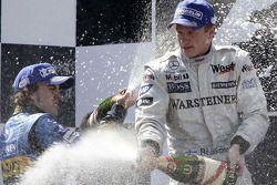Podio: champán para Kimi Raikkonen