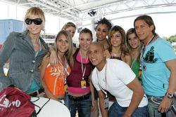 Roberto Carlos ve Formula Unas girls