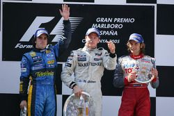Podium: winnaar Kimi Raikkonen met Fernando Alonso en Jarno Trulli