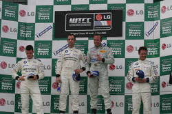 Podium Ceremony: 1st Jorg Muller and Tom Coronel, 2nd: Dirk Muller, 3rd: Andy Priaulx
