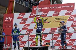 Podium : Valentino Rossi, vainqueur, avec Sete Gibernau et Colin Edwards
