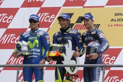 Podium: race winner Valentino Rossi with Sete Gibernau and Colin Edwards