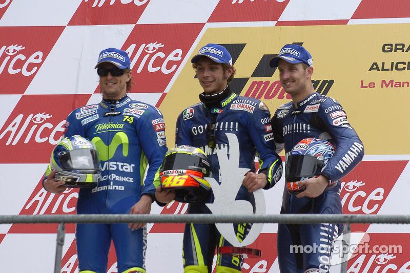 Podio: 1º Valentino Rossi, 2º Sete Gibernau, 3º Colin Edwards