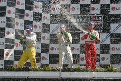 Jason Plato, Rickard Rydell e Gabriele Tarquini sul podio