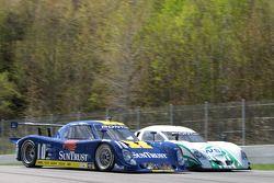 #10 SunTrust Racing Pontiac Riley: Wayne Taylor, Max Angelelli et #07 Spirit of Daytona Racing Pontiac Crawford: Bob Ward, Roberto Moreno, Henry Zogaib