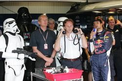 Darth Vader observa la calificación con Vitantonio Liuzzi