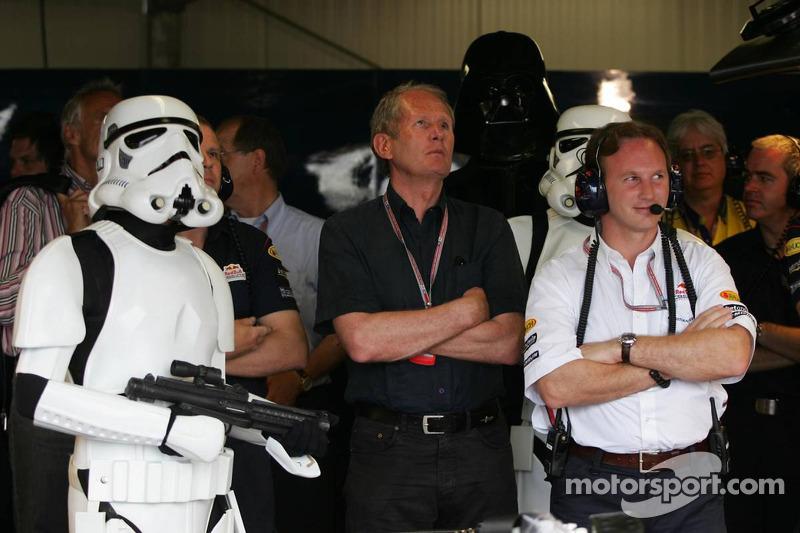 Darth Vader con sus tropas