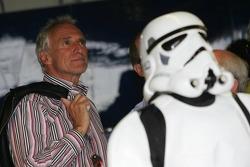Ein Stormtrooper verfolgt das Qualifying