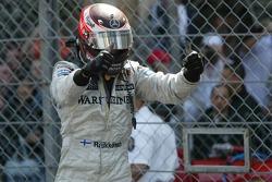 Kimi Räikkönen célèbre sa victoire