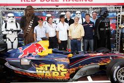 Christian Klien, Vitantonio Liuzzi en David Coulthard met George Lucas en Darth Vader