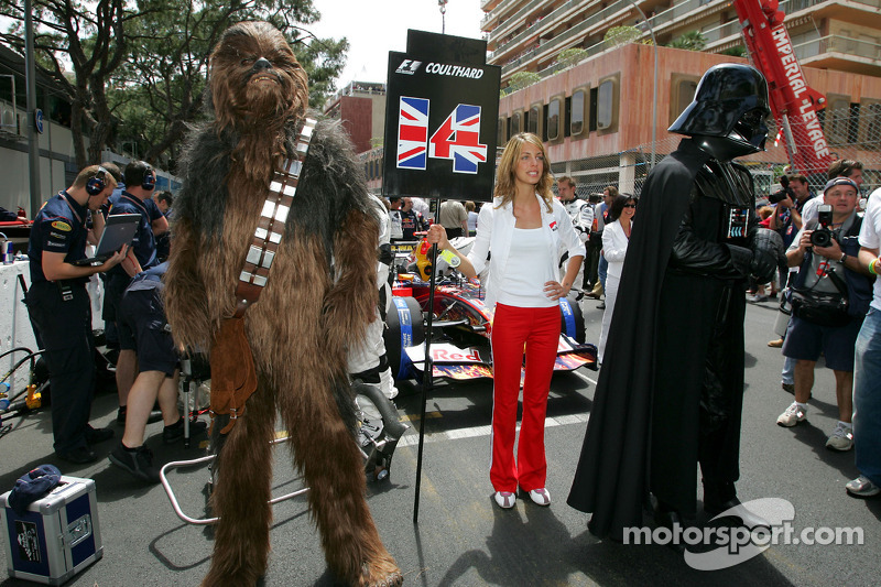 Chewbacca y Darth Vader en la parrilla de salida