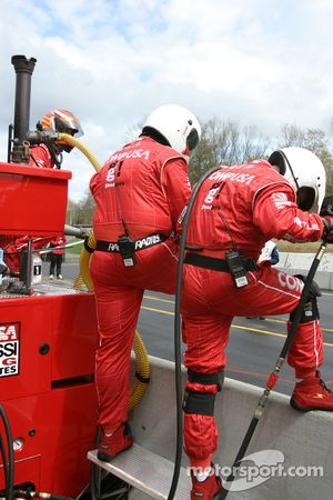 Chip Ganassi crew members ready for next pitstop