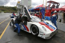 Pitstop for #59 Brumos Racing Porsche Fabcar: Hurley Haywood, JC France, Lucas Luhr