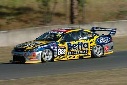 Craig Lowndes stretches his lead temporarily