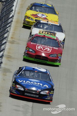 Mark Martin leads Jeremy Mayfield