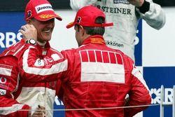 Podium : Michael Schumacher et Rubens Barrichello