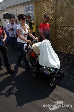 Connie Y Juan Pablo Montoya con su bebé Sebastian