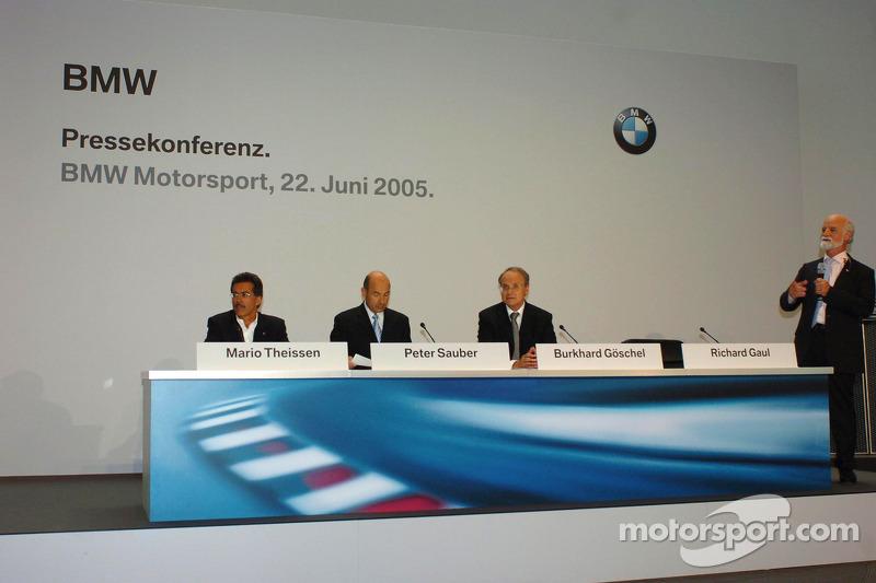 Dr Mario Theissen (BMW Motorsport Direktör) Peter Sauber, ve Prof Burkard Goeschel (Board member for