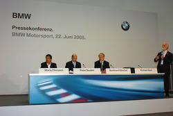 Dr Mario Theissen (BMW Motorsport Direktör) Peter Sauber, ve Prof Burkard Goeschel (Board member for