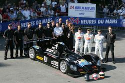 Kruse Motorsport Courage Judd : Phil Bennett, Ian Mitchell, Tim Mullen et les membres de l'équipe