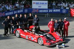 Pierre Bruneau Pilbeam JPX : Marc Rostan, Philippe Haezebrouck, Pierre Bruneau et les membres de l'équipe