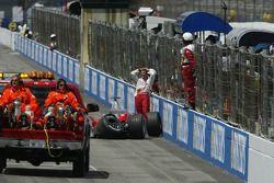 Ralf Schumacher bate na parede