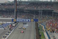 Start: Michael Schumacher takes the lead