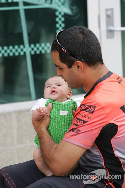 Juan Pablo Montoya y su hijo Sebastian